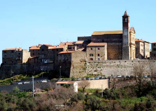 Le mura e San Biagio