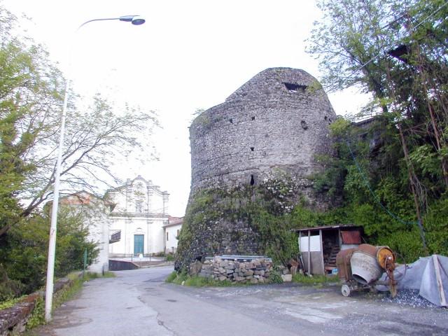 Un torrione del castello