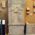 Stele funeraria della gens Pettia