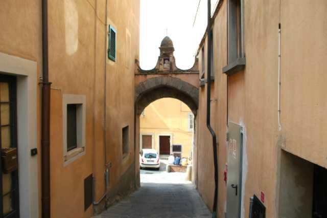 Un accesso al borgo