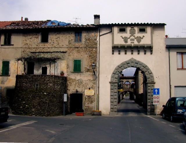 Una porta del borgo