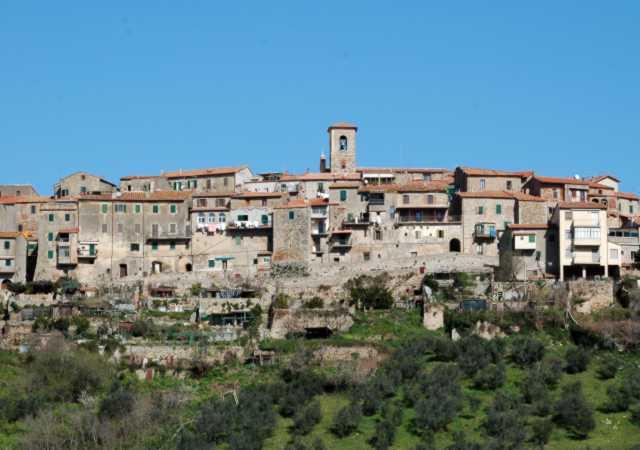 Il borgo e le mura