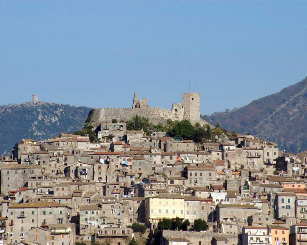 Il borgo e il castello